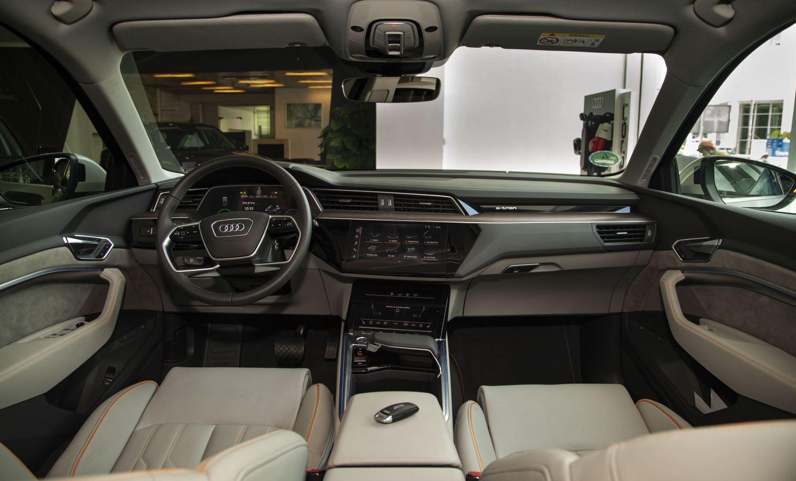 Sau TP HCM, SUV điện Audi e-tron thẳng tiến tới Hà Nội