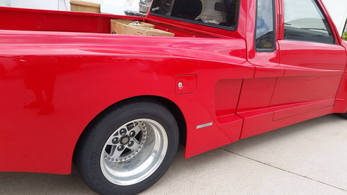 Ngỡ ngàng với bán tải mang logo Ferrari