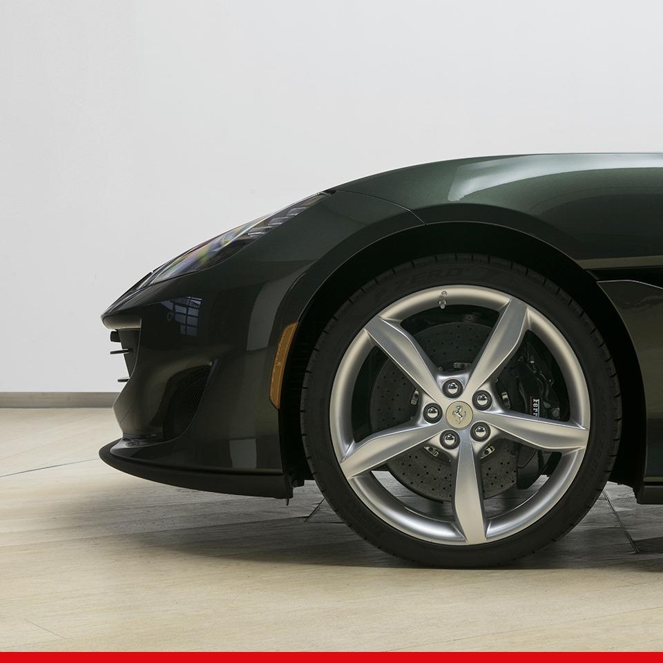 """Ferrari Portofino lạ mắt trong """"bộ cánh"""" siêu độc màu xanh sậm"""