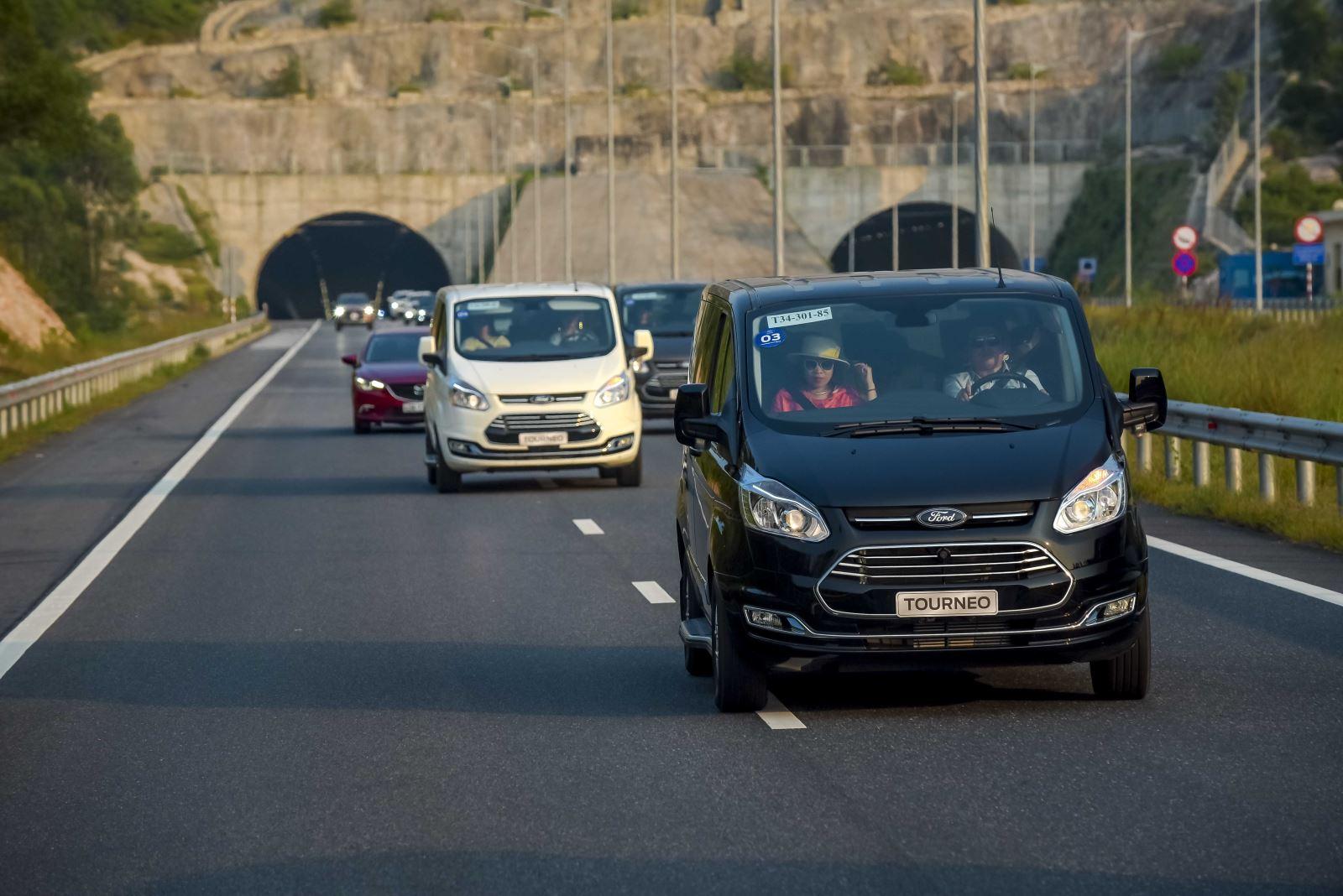 Trải Nghiệm Ford Tourneo Mới: Xứng tầm và đẳng cấp