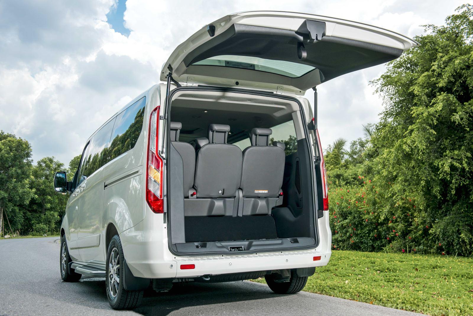 Ford ra mắt MPV 7 chỗ Tourneo giá 1 tỷ đồng
