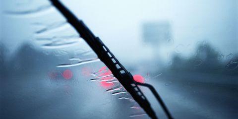 Kinh nghiệm khi lái xe mùa mưa bão