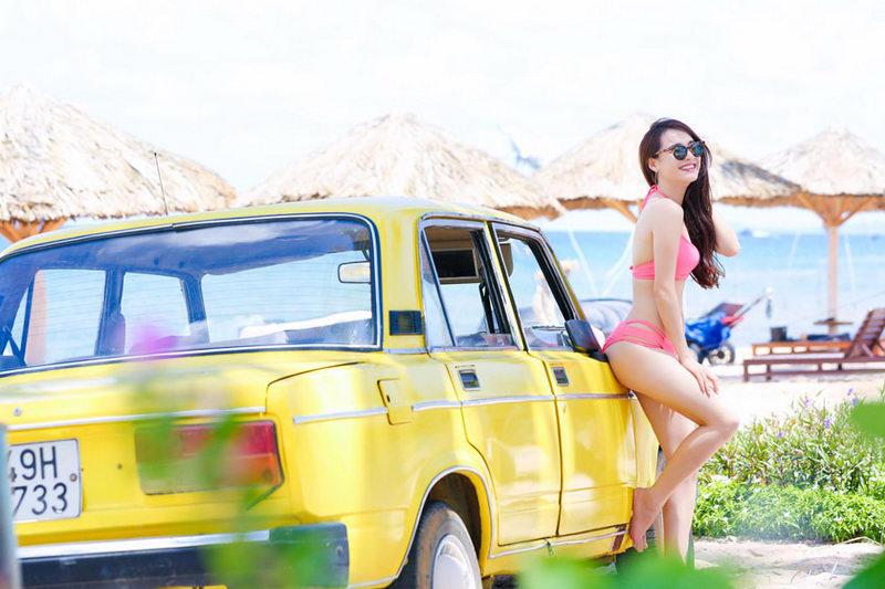 """Người đẹp bên """"xế cổ"""" Lada 1600"""
